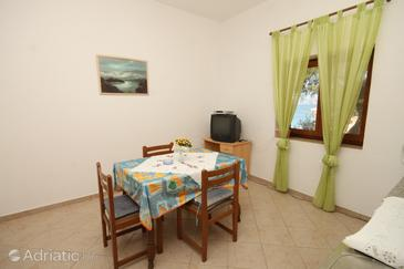 Zastupac, Jídelna v ubytování typu apartment, domácí mazlíčci povoleni a WiFi.