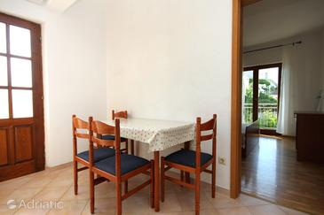 Jelsa, Dining room in the apartment, air condition available and WiFi.