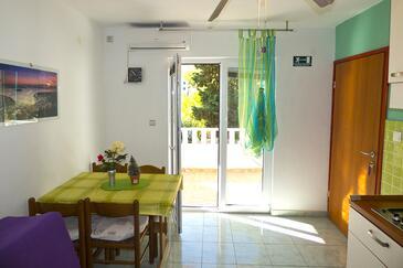 Ivan Dolac, Esszimmer in folgender Unterkunftsart apartment, Klimaanlage vorhanden und Haustiere erlaubt.