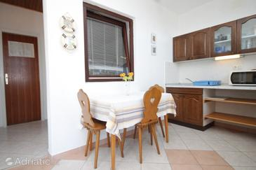 Zavala, Dining room in the apartment, air condition available and WiFi.