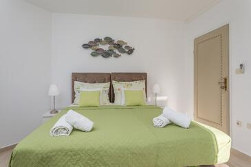 Hvar, Dormitorio in the room, air condition available y WiFi.
