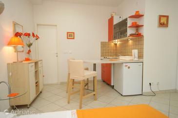 Hvar, Dining room in the studio-apartment.