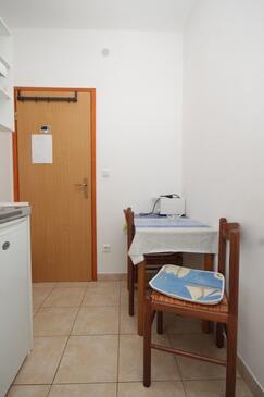 Hvar, Salle à manger dans l'hébergement en type studio-apartment, WiFi.