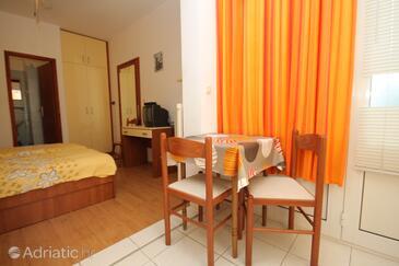 Hvar, Jídelna v ubytování typu studio-apartment, s klimatizací a WiFi.