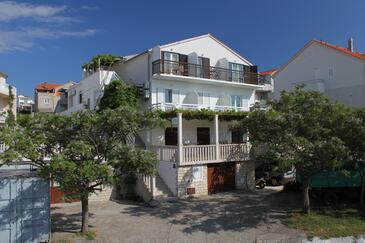Hvar, Hvar, Hébergement 8787 - Appartements et chambres avec une plage de galets.