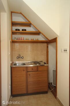 Jelsa, Kitchen in the studio-apartment, (pet friendly) and WiFi.