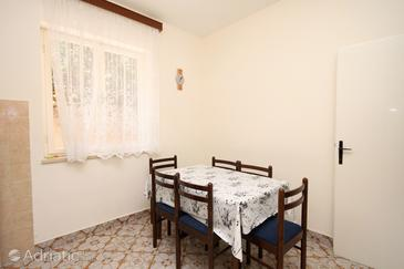 Jelsa, Dining room in the apartment, dopusteni kucni ljubimci i WIFI.