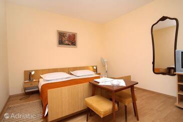 Jelsa, Bedroom in the room, dostupna klima, dopusteni kucni ljubimci i WIFI.