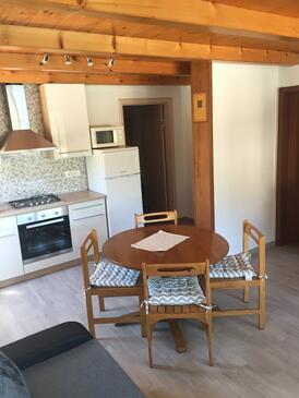 Sali, Dining room in the apartment, dostupna klima i WIFI.