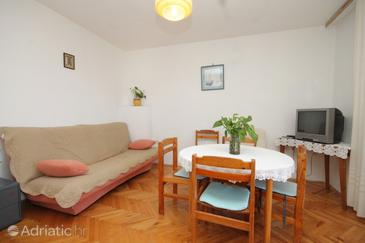 Zavala, Living room in the apartment, (pet friendly) and WiFi.