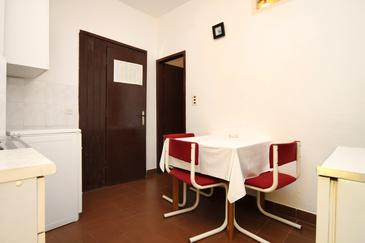 Jelsa, Dining room in the apartment, (pet friendly) and WiFi.