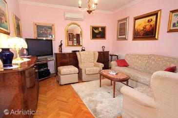Rožat, Living room 1 in the house, dostupna klima i WIFI.
