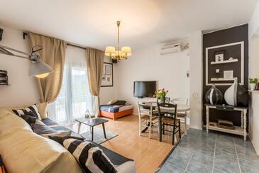 Opuzen, Obývací pokoj 1 v ubytování typu house, s klimatizací, domácí mazlíčci povoleni a WiFi.