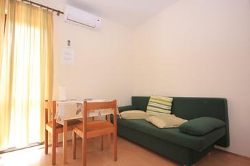Soline, Dining room in the apartment, air condition available and WiFi.