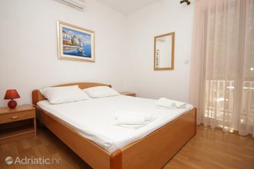 Cavtat, Bedroom in the room, dostupna klima i WIFI.