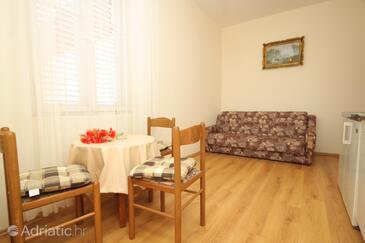 Mlini, Dining room in the studio-apartment, WiFi.