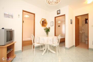 Rukavac, Dining room in the apartment, dostupna klima i dopusteni kucni ljubimci.