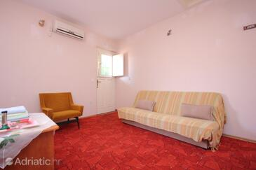 Vis, Living room in the studio-apartment, air condition available and WiFi.