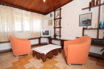 Komiža, Obývací pokoj v ubytování typu apartment, dostupna klima i WIFI.