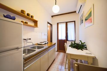 Komiža, Jídelna v ubytování typu apartment, s klimatizací a WiFi.