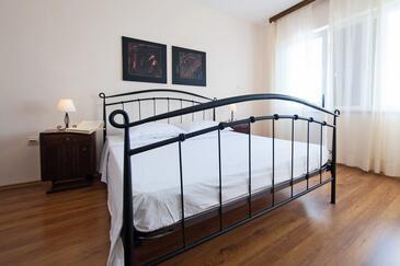 Komiža, Ložnice v ubytování typu room, dostupna klima i WIFI.