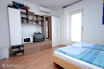 Vis, Living room in the apartment, air condition available and WiFi.