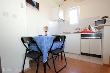 Vis, Dining room in the studio-apartment, WiFi.