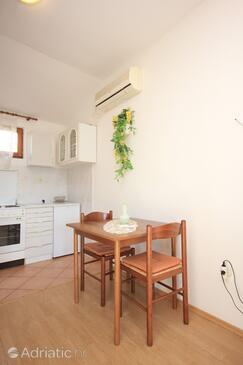 Vis, Dining room in the studio-apartment, dostupna klima.