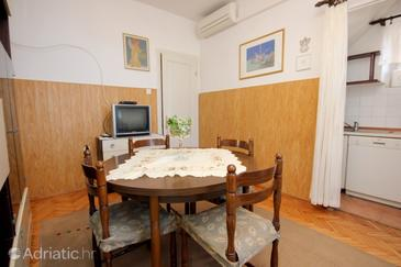 Vis, Dining room in the apartment, dostupna klima i WIFI.