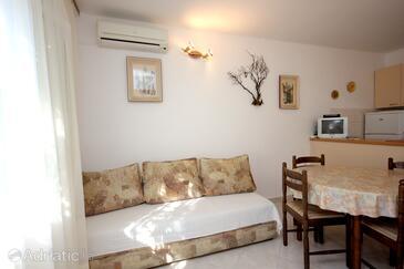 Rogačić, Obývací pokoj v ubytování typu house, s klimatizací, domácí mazlíčci povoleni a WiFi.