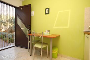 Rukavac, Dining room in the studio-apartment, dopusteni kucni ljubimci i WIFI.