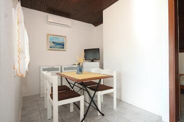 Milna, Jídelna v ubytování typu apartment, s klimatizací, domácí mazlíčci povoleni a WiFi.