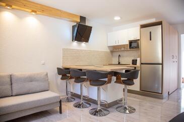 Milna, Столовая в размещении типа apartment, доступный кондиционер, Домашние животные допускаются и WiFi.