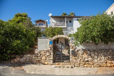 Milna, Vis, Объект 8895 - Апартаменты вблизи моря с галечным пляжем.