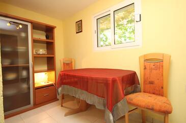 Rukavac, Jídelna v ubytování typu apartment, s klimatizací, domácí mazlíčci povoleni a WiFi.