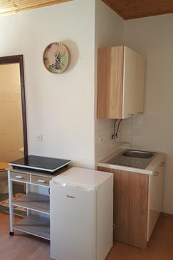 Sali, Kitchen in the studio-apartment, WiFi.