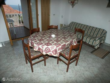 Žman, Dining room in the apartment, (pet friendly).