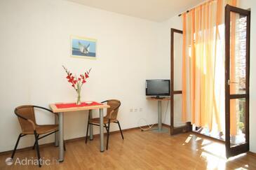 Komiža, Dining room in the studio-apartment, dopusteni kucni ljubimci i WIFI.