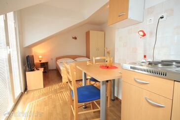 Komiža, Jídelna v ubytování typu studio-apartment, s klimatizací, domácí mazlíčci povoleni a WiFi.