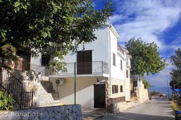 Zavala, Hvar, Objekt 8912 - Apartmani sa šljunčanom plažom.