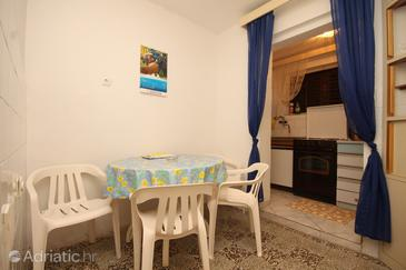 Milna, Dining room in the apartment, (pet friendly).