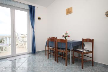 Milna, Dining room in the apartment, WIFI.