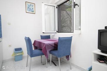 Vis, Dining room in the studio-apartment, dostupna klima i dopusteni kucni ljubimci.