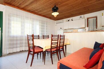 Stončica, Jídelna v ubytování typu apartment, s klimatizací a WiFi.