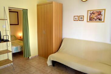 Milna, Dnevni boravak u smještaju tipa studio-apartment, kućni ljubimci dozvoljeni.