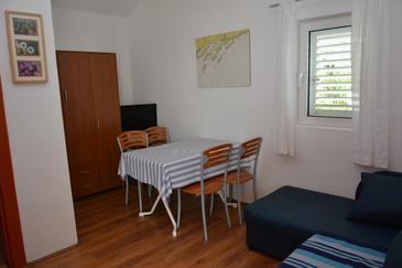 Milna, Dining room in the apartment, (pet friendly) and WiFi.