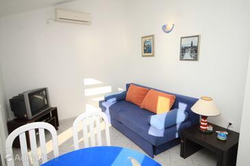 Milna, Salon dans l'hébergement en type apartment, climatisation disponible et animaux acceptés.