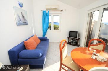 Milna, Living room in the apartment, air condition available and (pet friendly).