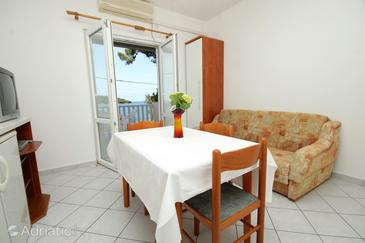 Molunat, Dining room in the apartment, air condition available and WiFi.