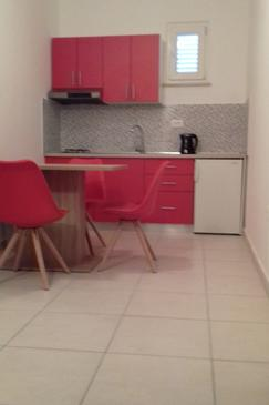 Molunat, Kitchen in the studio-apartment, WiFi.